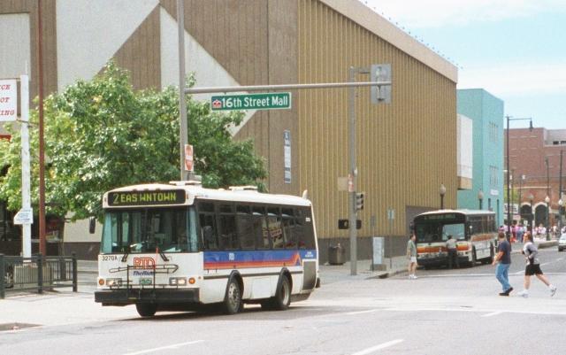 busbanner2000.jpg